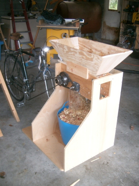 pedal mill complete with pulp